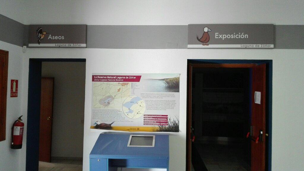 recepcion centro visitantes laguna zoñar grafismos