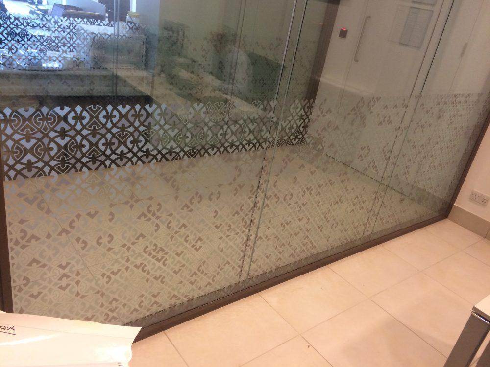 vinilo de corte aplicado en cristal Museo Nacional Oman
