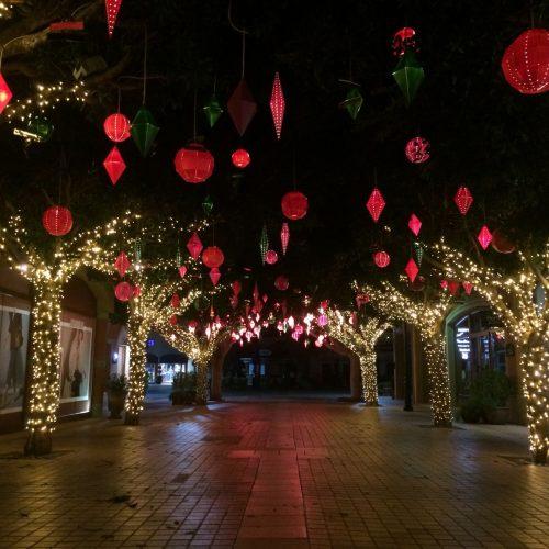 fabricacion de bolas con iluminacion para centro comercial e1610120263380